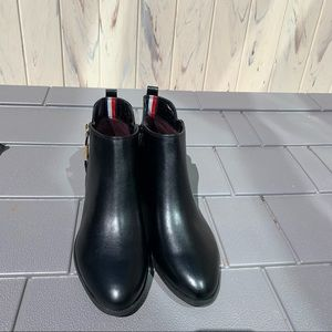 Tommy Hilfiger Black Faux Leather Booties Size 10M